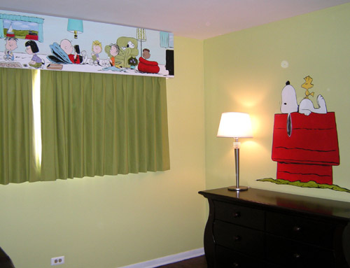 Peanuts Characters on Cornice - Snoopy on Dog House